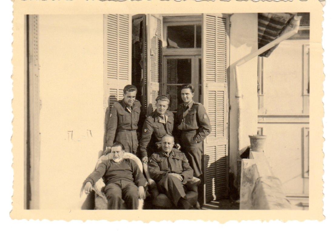 Aleksander Zamoyski z towarzyszami broni, Włochy, San Remo, 1946